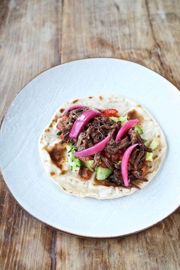 Bløde tacos med braiseret oksehale & chipotle