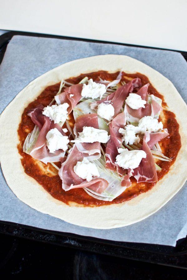 Pizza med parmaskinke og fennikel