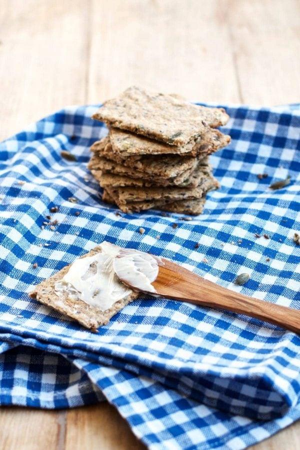 Hjemmelavet knækbrød - en nem opskrift på knækbrød