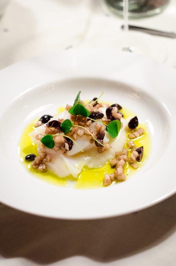 Torsk sous vide med jordskokker og oliven