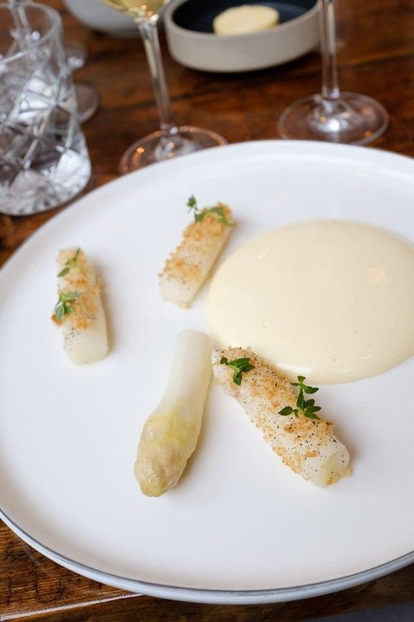 Restaurant Aro, Hvide asparges med lardo, sichuanpeber og citrontimian