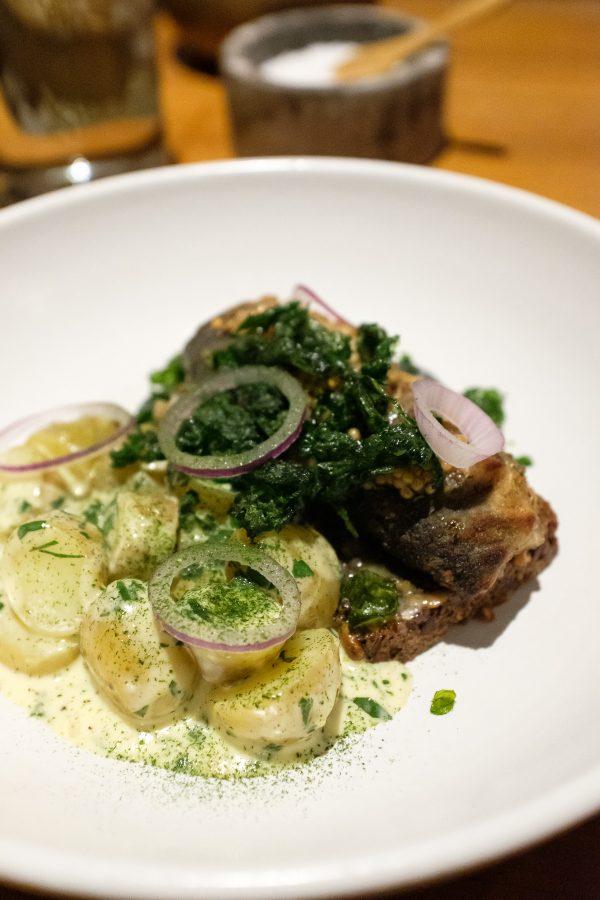 Restaurant HOS, Stegt og marineret dansk sild med flødestuvede kartofler, sennepskorn og persille