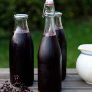 Hyldebærsaft – opskrift på hjemmelavet hyldebærsaft