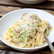 Pasta med squash og bacon – opskrift på cremet pastaret