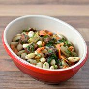 Frokostsalat med bønner, chorizo og rodfrugter
