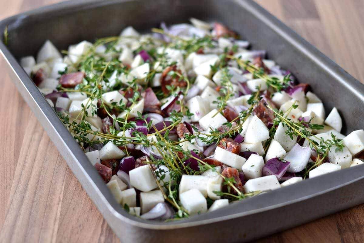 Frokostsalat med chorizo og rodfrugter