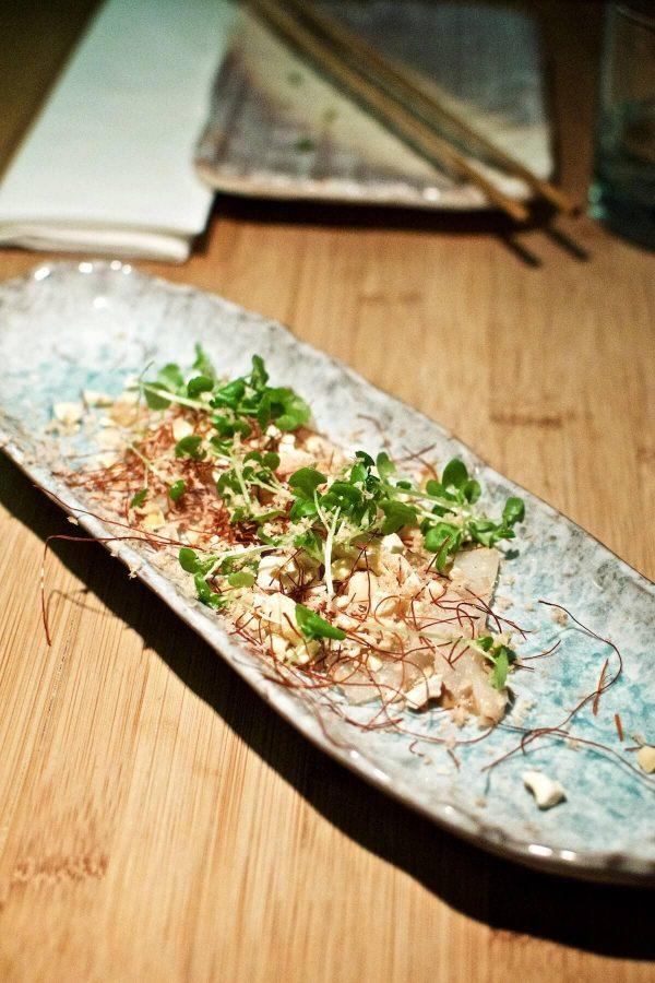 Goma Odense - saltet torsk, ristede cashewnødder, revet pata negra, balsamico og chilidressing og tørret cayenne
