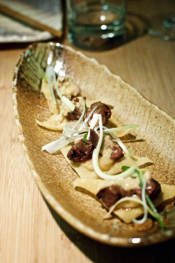Goma Odense - nyretapper på sprøde wonton med spicy cashewpuré, forårskøg og yuzu