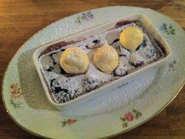 Kok & Vin - Lun Kirsebærclafoutis med vanilleiscreme