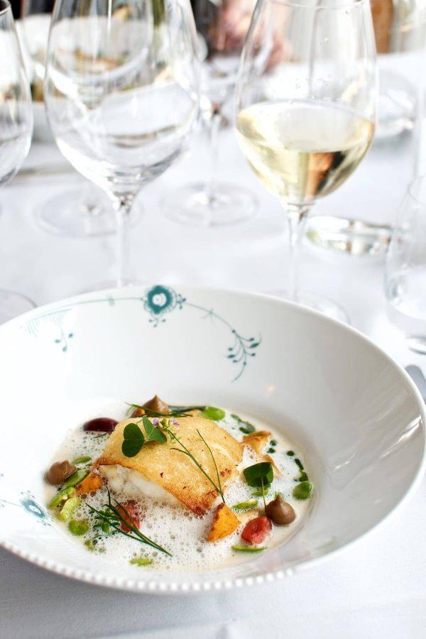 Restaurant Lieffroy - Frisk fangst fra Storebælt med kantareller, hestebønner, muslingesauce og strandportulak