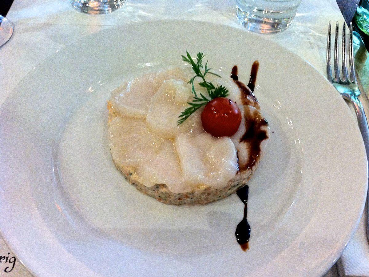 Klassisk fransk bistromad i Paris - Ceviche af kammusling