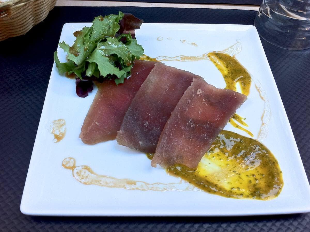 Klassisk fransk mad i Paris - Tørret tun med mangocreme
