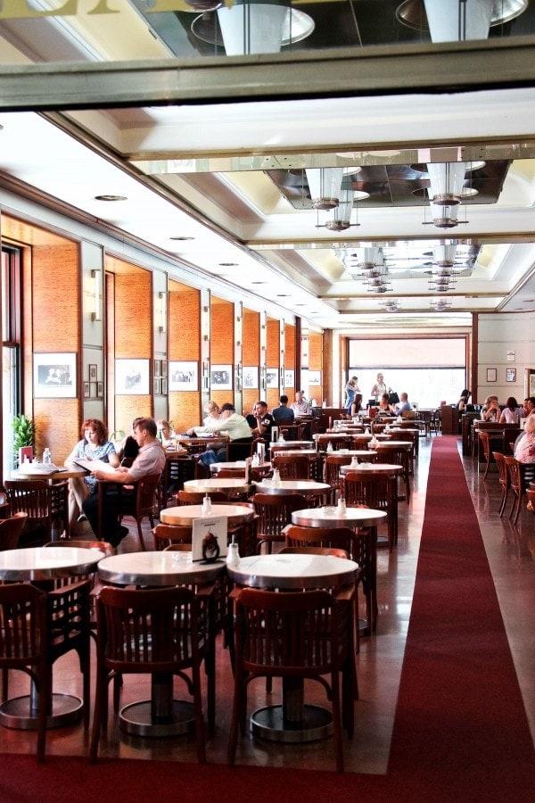 Kolde øl og tjekkisk mad - Cafe Slavia