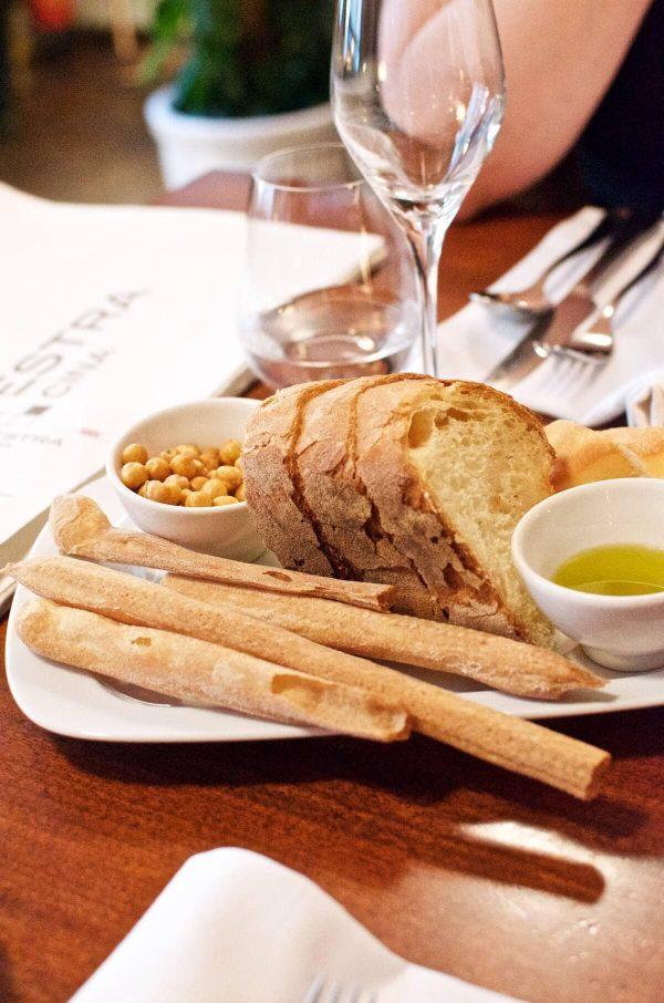 Prag La Finestra - Snacks, kikærter, grissini, brød, olivenolie