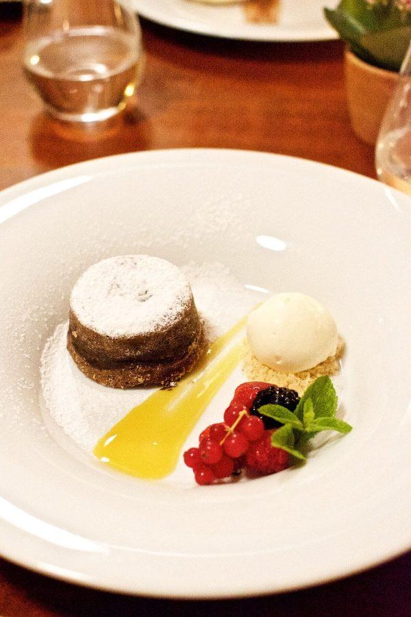 Prag La Finestra - Chokoladefondant med passionsfrugtsirup og hvid chokoladeis