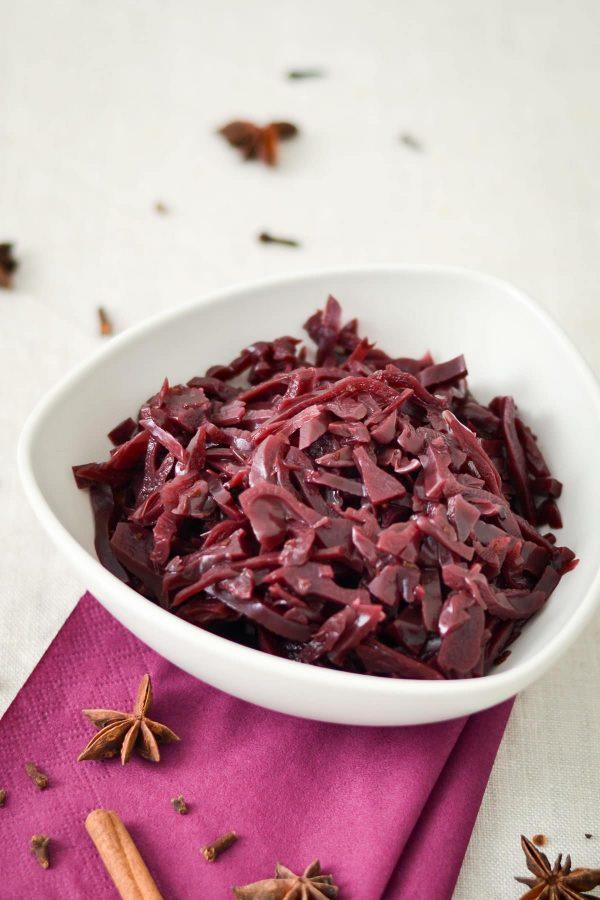 Hjemmelavet rødkål med appelsin og kanel, nem opskrift på rødkål til jul og mortensaften