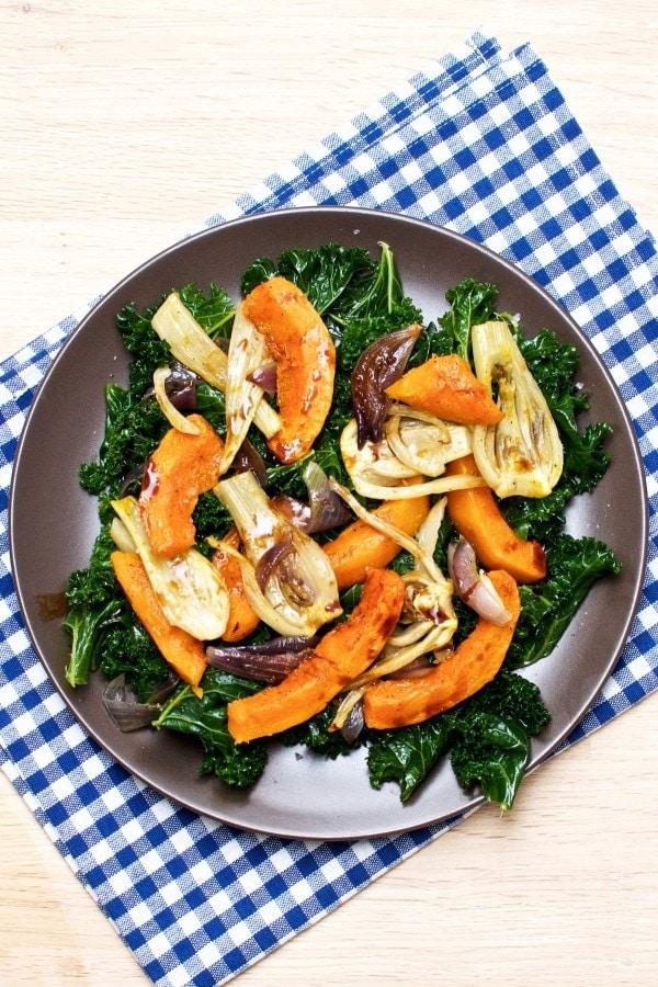 Salat med græskar, grønkål og fennikel