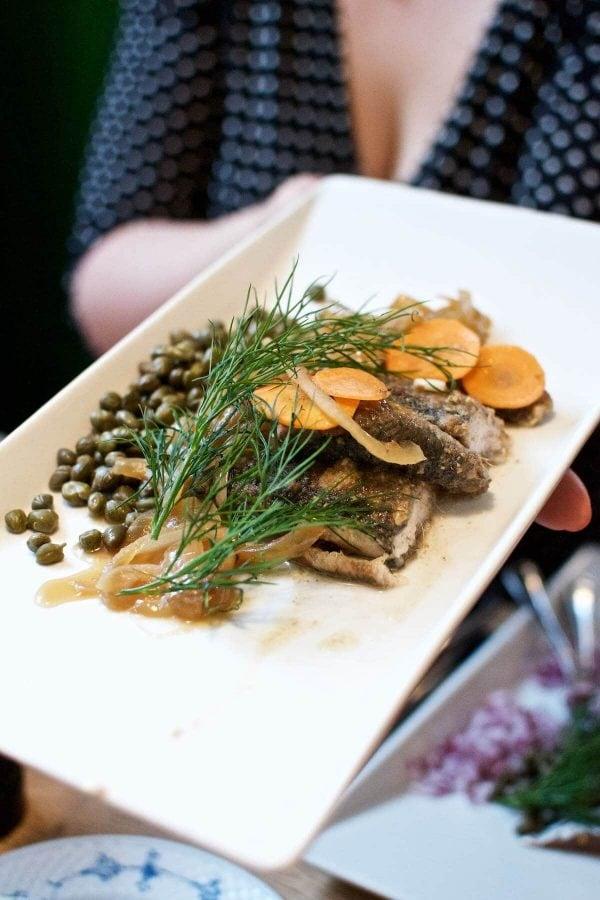 Restaurant Kronborg - stegte sild med bløde løg og kapers