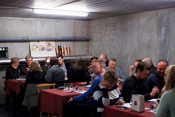 Rom og chokoladesmagning (amedei) i Cadenhead's Whisky Shop Odense